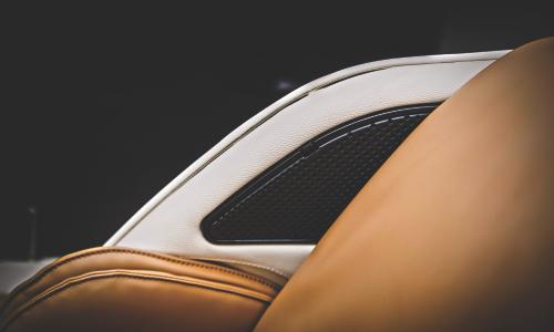 Ионизатор воздуха и генератор белого шума. Аудиопогружение Вluetooth®. - Массажное кресло OHCO M.8LE