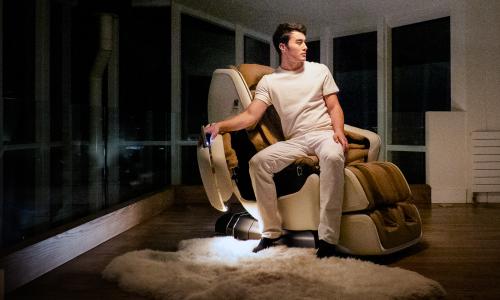 Распашные двери-подлокотники - Массажное кресло DreamWave M.8